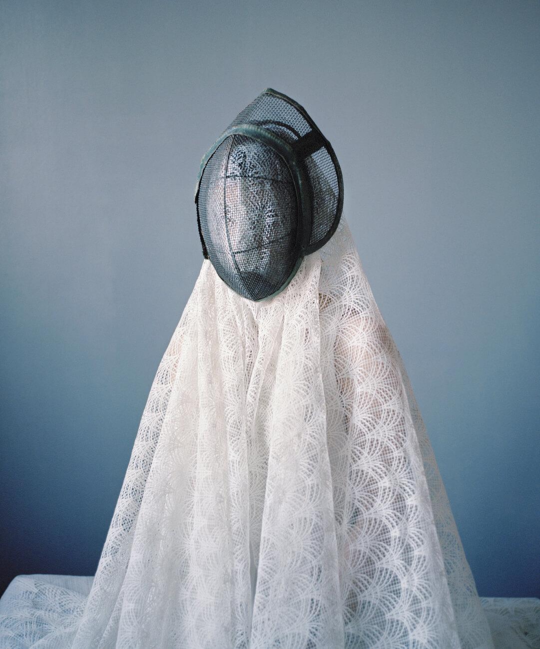 Marie Hudelot - Camouflage au casque et voile