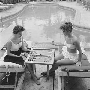Backgammon by the pool - Slim Aarons